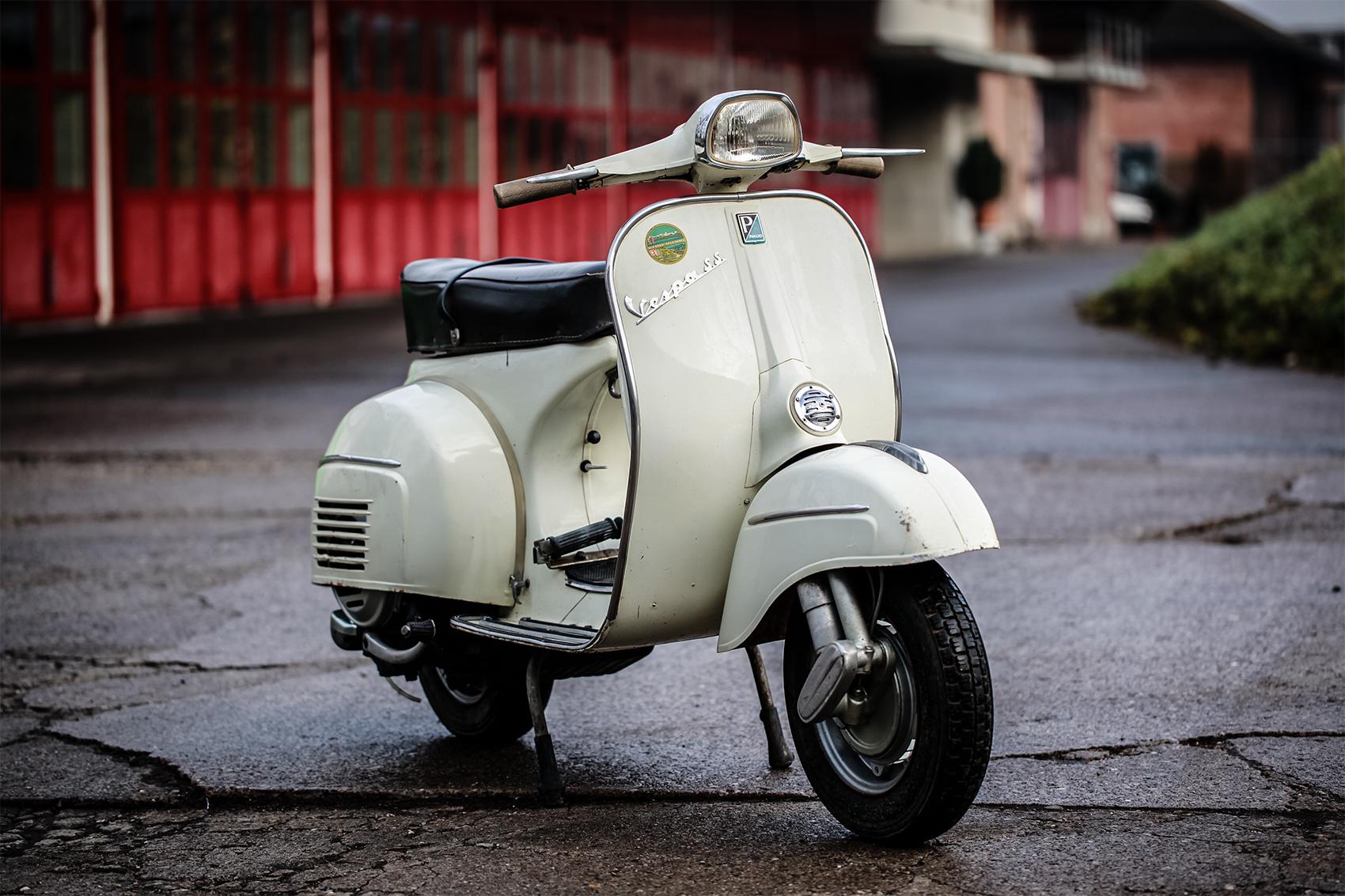 vintage italian scooter - HD1700×1133