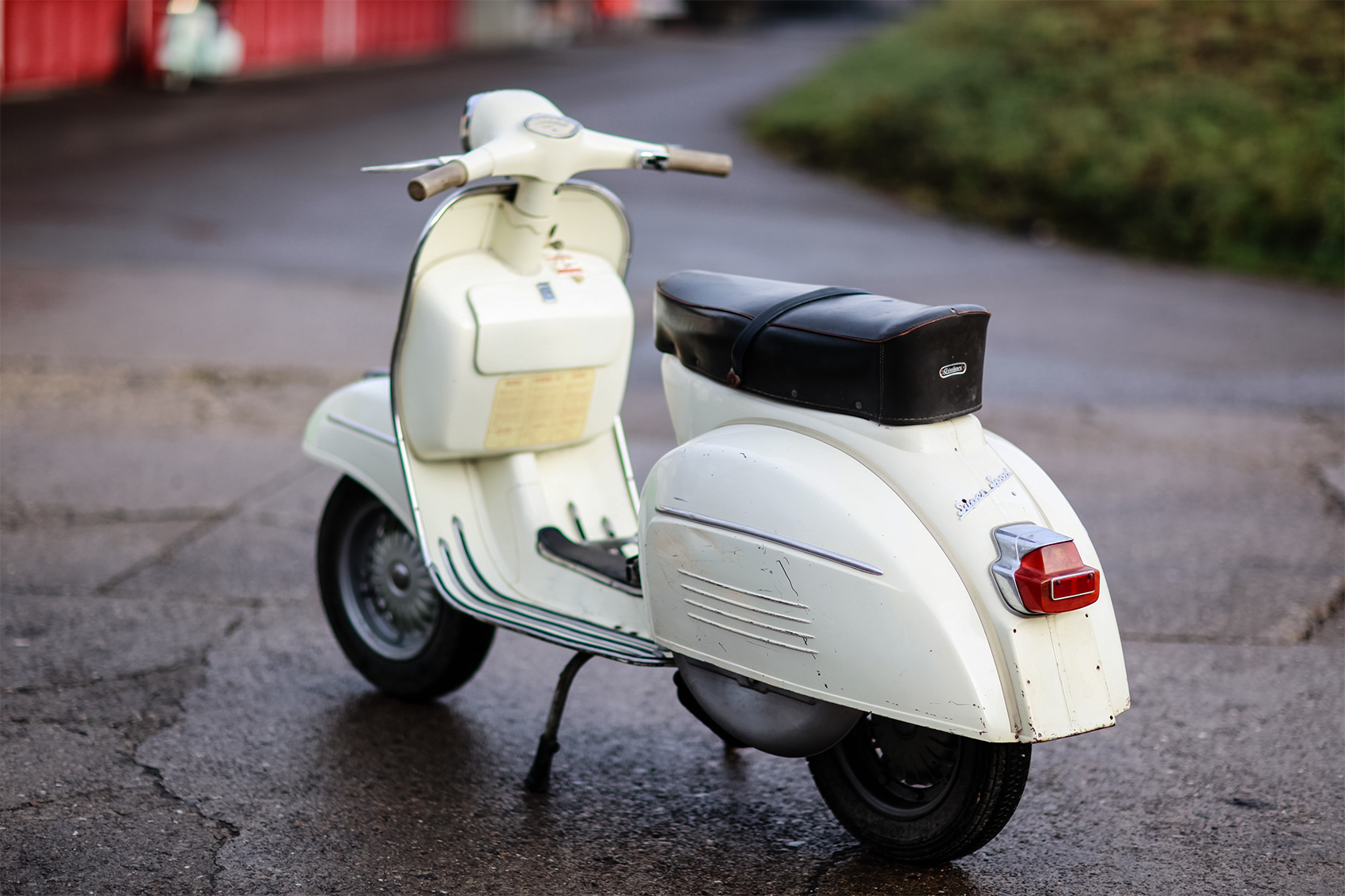 http://simonknecht.files.wordpress.com/2015/01/vespa-180ss_28.jpg